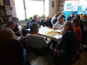 TeilnehmerInnen des 1. Salzburger Forum Zivilgesellschaft - Arbeit an den Worldcafe-Tischen